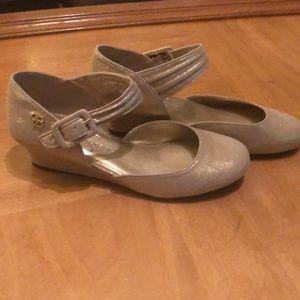Jessica Simpson girls size 4 wedge goldish shoes